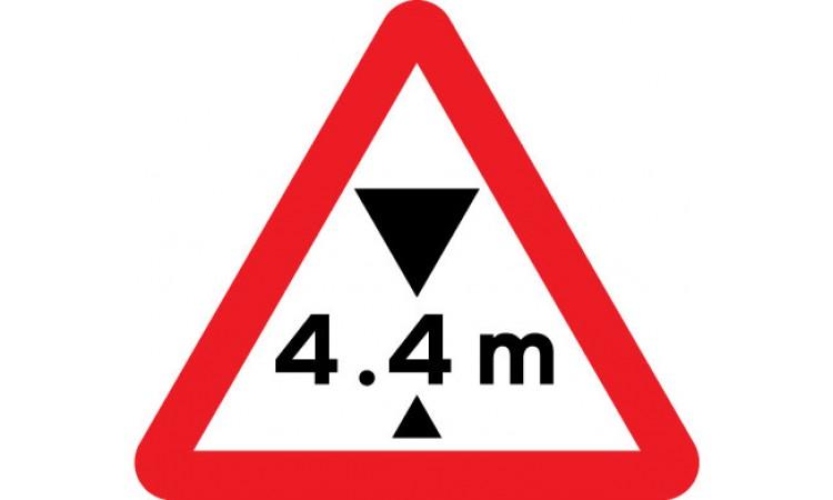 Maximum headroom of 4.4m at hazard ahead