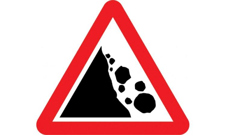 Risk of falling or fallen rocks ahead